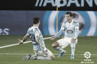 Santi Mina celebra el 3-1 junto a Augusto Solari | Imagen: LaLiga