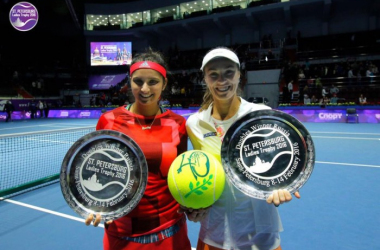 Sania Mirza (left) and Martina Hingis pose with the St.Petersburg titles/(Photo: St.Petersburg Ladies Trophy)