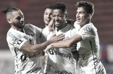 Ver Marinho comemorando gols é algo raro em 2021 (Divulgação/Santos F.C)