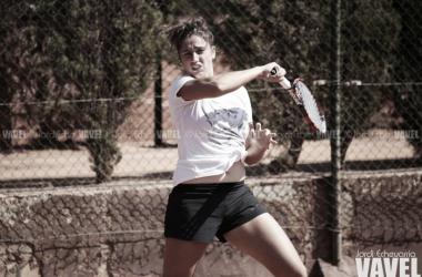 Sara Sorribes durante un entrenamiento con el equipo español de Copa Federación. Foto: Jordi Echevarria - VAVEL