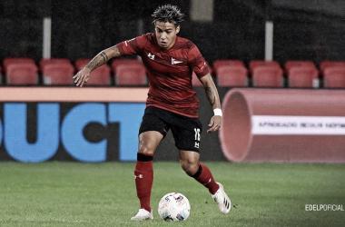 Darío Sarmiento, la joven promesa del pincha en acción con la pelota.