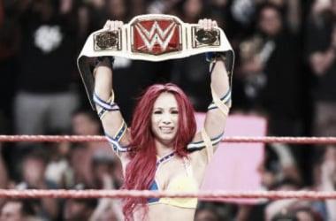 Sasha Banks wins WWE Women's Championship on RAW