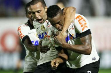 32 dias depois, Corinthians volta a vencer, derrota Bahia e diminui sofrimento da torcida
