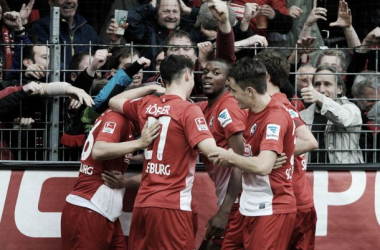Com direito a golaço de lateral, Freiburg vence Mönchengladbach de virada