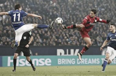 Leverkusen explora superioridade numérica e bate Schalke pelo placar mínimo