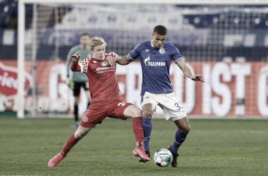 Burkardt y Bozdogan luchando por el esférico / FOTO: @s04