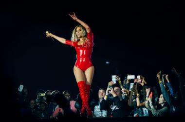 Beyoncé animando al público mientras canta 'Party' |Foto: Beyonce.com