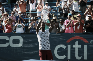 Monfils celebrates with his Citi Open title (Victor Ng/Tennis Files)