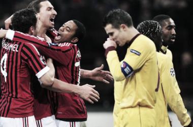 Ibrahimovic celebrates while a dejected van Persie walks by (berberanews.com)