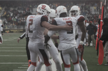 Eric Dungey hit three different wideouts for scores in the midst of a 28-20 win. | Photo via @CuseFootball