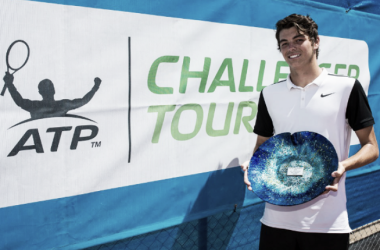 Fritz poses with his Happy Valley Challenger title (Photo: Tennis SA)