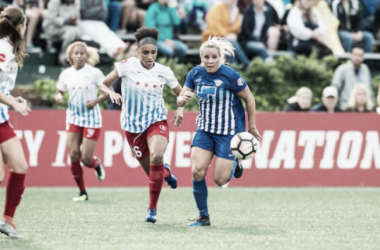 Both teams' defenses held strong throughout the game | Source - chicagoredstars.com