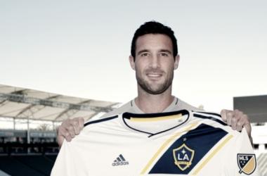 Chris Pontius holding the Galaxy's new MLS kit.   Photo: @CPontius on Instagram