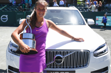 Kasatkina posing with her title and a Volvo (Chris Smith/Volvo Car Open)