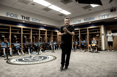 Domènec Torrent speaking to his players last week. | Photo: New York City FC