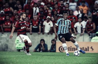 """Cortez explica lance que sacramentou derrota do Grêmio: """"Bola quicou e me atrapalhou"""""""