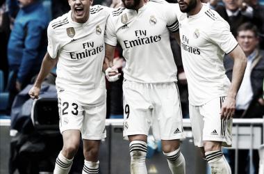 Reguilón celebra con sus compañeros un gol / Fuente: Real Madrid