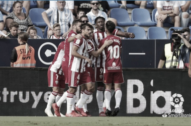 Previa Sporting de Gijón vs. UD Almería: Choque de trenes en el Molinón