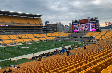 The Pittsburgh Steelers take on the Baltimore Ravens at Heinz Field (Photo: Twitter)