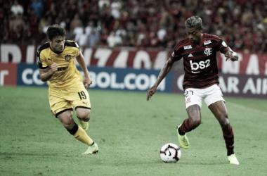 Flamengo joga mal, é derrotado pelo Peñarol e perde liderança do grupo D da Libertadores