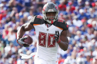 Buccaneers exercise fifth-year option on tight end O.J. Howard's contract