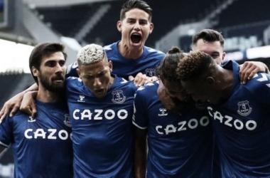 James Rodríguez y Yerry Mina, claves en la victoria de Everton