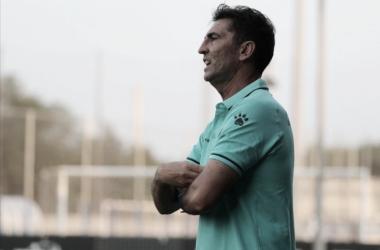 José Aurelio Gay dirigiendo un partido. | Foto: RCD Esoanyol