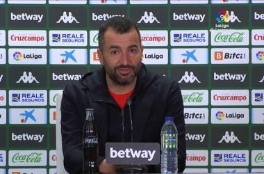 Diego Martínez durante la rueda de prensa tras el encuentro ante el Betis. Foto: Captura LaLiga.
