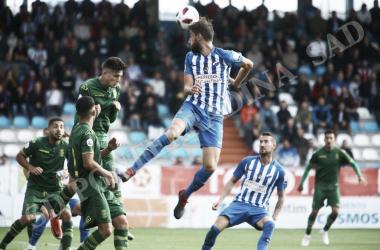 La Ponferradina cede sus primeros puntos en El Toralin. FOTO / Twitter@SDP_1922