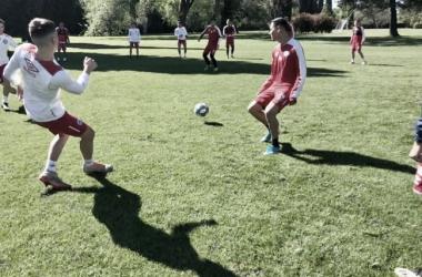 Los jugadores en pleno entrenamiento. Foto: Twitter Argentinos Juniors @AAAJoficial.
