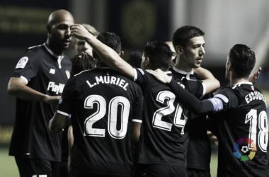 Giocatori del Siviglia festeggiano durante il match di Copa del Rey a Cadice. Fonte: LaLiga.es