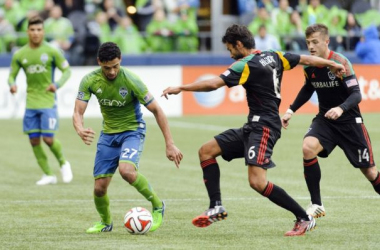 Lamar Neagle Goes One On One With Baggio Husidic / Steven Bisig - USA TODAY Sports