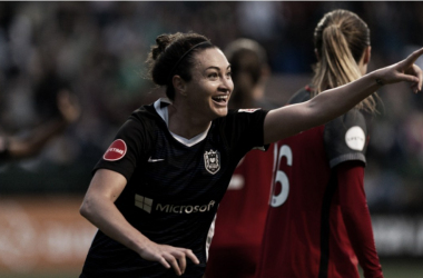Jodie Taylor points to Megan Rapinoe after scoring the lone goal of the match. | Photo: isiphotos.com