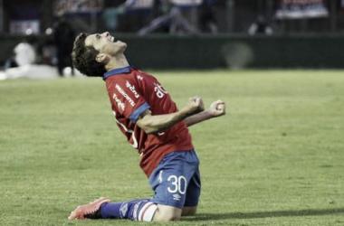 Sebastián Fernández, que volvía de una lesión, festeja su segundo gol con la camiseta de Nacional. (Imagen: Telemundo)