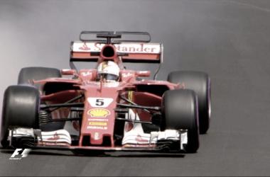 Sebastian Vettel volando sobre las calles del Principado. Foto: Twitter @F1