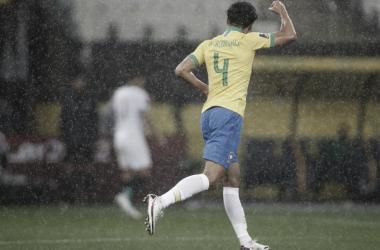 Após vitória diante da Bolívia, Marquinhos elogia Tite e diz que Brasil precisa manter o jogo ofensivo