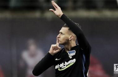 Selke celebra gol contra ex-equipe (Foto: Bundesliga/ Divulgação)