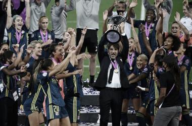 """Técnico Jean-Luc Vasseur não poupa elogios ao Lyon: """"Minhas jogadoras estão fazendo história"""""""