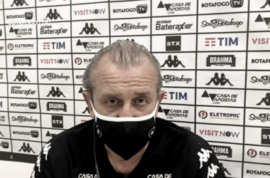 """Auxiliar reconhece jogo ruim do Botafogo e critica calendário: """"Não tem para onde correr"""""""