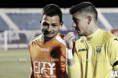 Serantes habla con René al final del partido (Foto: Apo Caballero | VAVEL.com)