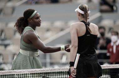 """<p style=""""margin-bottom: 0cm; color: rgb(0, 0, 0); font-size: medium; font-style: normal; text-align: start;""""><font style=""""font-size: 15pt;""""><b><font color=""""#000000""""><font face=""""Open Sans, Georgia, Times New Roman, Times, serif"""">Serena Williams (izq.) y el saludo tras el partido que perdió con&nbsp;</font></font><font color=""""#000000""""><font face=""""Open Sans, Georgia, Times New Roman, Times, serif""""><i>Elena Rybkina Foto Roland Garros.</i></font></font></b></font></p>"""