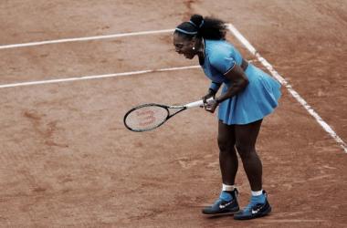 Com direito a chuva e tie-break, Serena vence Mladenovic e avança em Roland Garros