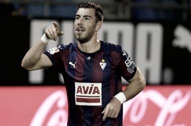 Sergi Enrich celebrando un gol // Imagen vía ElDesmarque