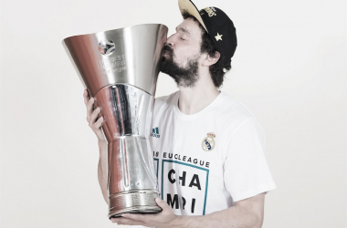 Sergio Llull besando su segundo título de Euroliga (Foto: Euroleague.net)