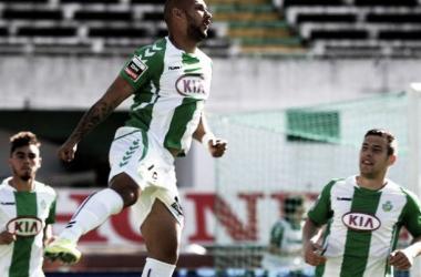 Rafael Martins festeja novo tento, vitória gorda do Setúbal (foto: Lusa)