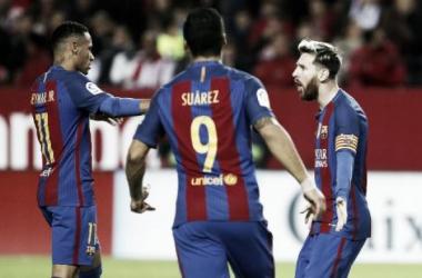 Com gols de Messi e Suárez, Barça vira sobre Sevilla e segue na cola do Real Madrid