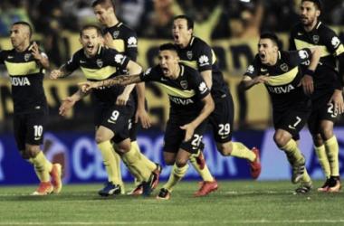 La emoción de los jugadores tras el último penal. Foto: Olé