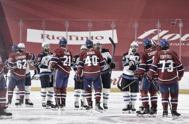 El saludo cierra la lucha por la supremacía en Canadá | Foto: Minas Panagiotakis/Getty Images