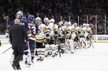 Islanders y Lightning solventan sus eliminatorias