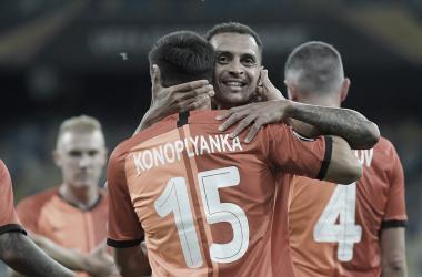 Com dois de Junior Moraes, Shakhtar bate Wolfsburg e avança na Europa League